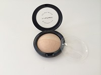 MAC Mineralize Skinfinish - Light Medium  / Natural and Shimmer