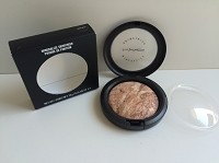 MAC Mineralize Skinfinish - Gold Spill   (Boxed) 10g / 0.35 oz